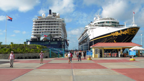 St. Maarten - Mein Schiff 4 und Disney Magic in Philipsburg