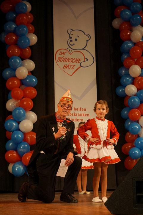 Karlheinz Bastian mit Marie vom Kinderkarneval Sistig e.V. 1986