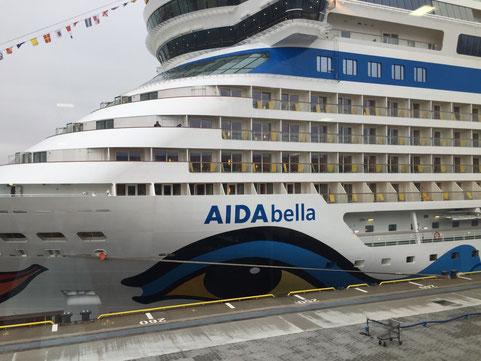 AIDAbella Cruise Center Steinwerder Hamburg