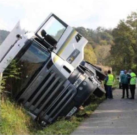 Camion couché sur route inadaptée à ce trafic. Voila ce que les projets de carrières à Oloron peut entrainer !