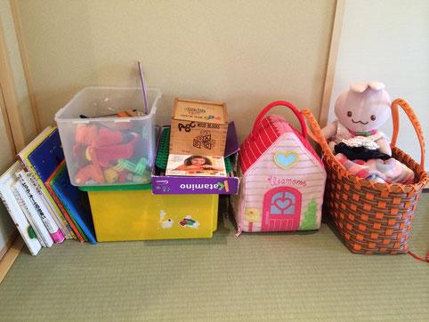 座敷には小さいお子様向けの絵本やおもちゃをご用意しております