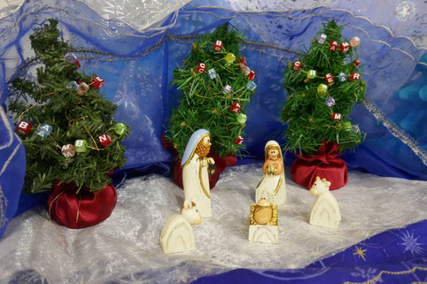 幼児教室のクリスマス会で、クリスマスの素敵なディスプレイを教室に飾りました。