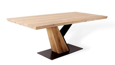 moderner Esstisch aus Massivholz Eiche
