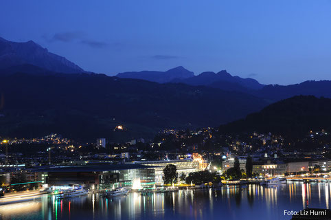 Traumhafte Lichtstimmung vom Art Deco Hotel Montana auf Luzern