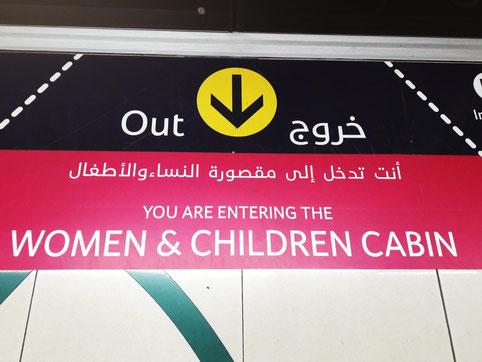 Frauen & Kinderabteil in der Tram
