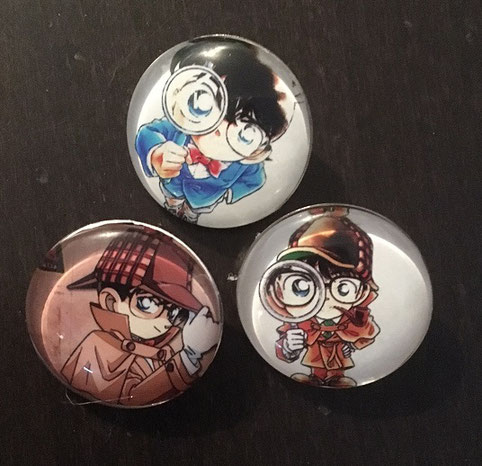 1 von 3 verschiedenen Detektiv Conan Buttons
