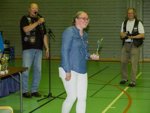 Hotelli Päiväkummun palkinnon vastaanotti myyntisihteeri Minna Taracki.