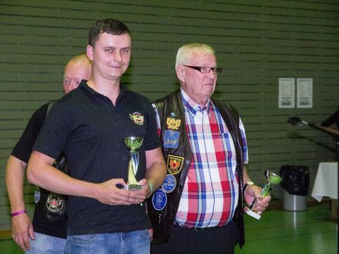 Veikko Toroska palkittiin vanhimpana paikalle ajaneena kuljettajana.