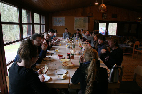 Vorbereitungswochenende in Suderburg: Auch ein Teamer muss mal etwas essen...