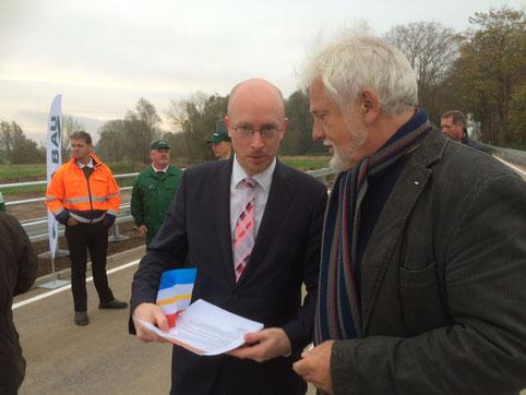 Am 24.10. übergebe ich Herrn Minister Pegel unsere Vorschläge zum Lückenschluus  L19 bei Langsdorf und eine Einladung zur Spendentour