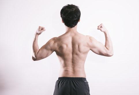頚椎ヘルニアで背中が痛い奈良県香芝市の男性