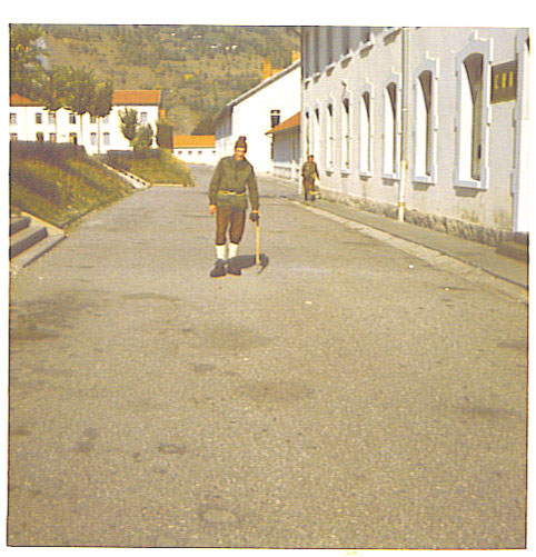 Leyens J.vor der Kaserne in Bourg St Maurice