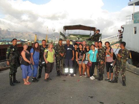 das Siquijor Team inklusive der philippinsichen Krankenwestern und der Soldaten