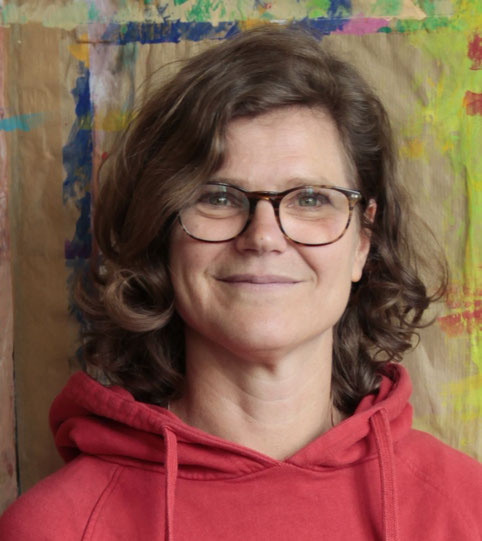 Stefanie Glatz im Atelier zum Ausdrucksmalen MALRAUM Altona in Bahrenfeld/Ottensen