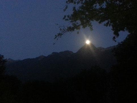 pleine lune sur le massif de Belledonne
