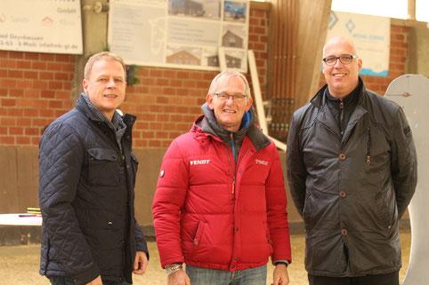 Begrüßen Co. Bundestrainer Heiner Engemann in Oberbauerschaft: Bürgermeister der Gemeinde Hüllhorst Bernd Rürup und Eckard Tödtmann, 1. Vorsitzender des RVO