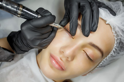 Lider - Augen Permanent Make Up waehrend Behandlung