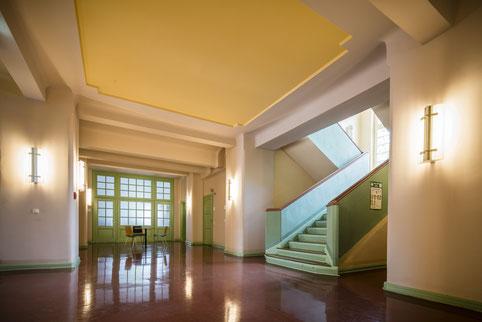 Foyer und Treppenhaus im historischen Teil des Rathauses Neuenhagen