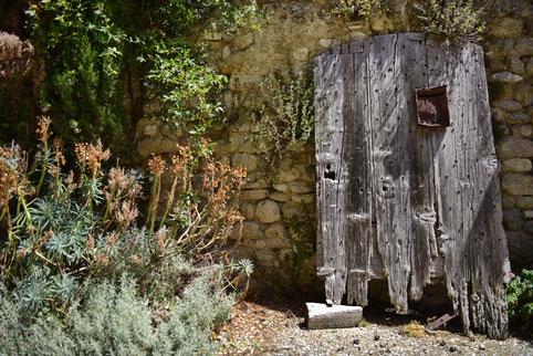 Andreas Maria Schäfer,Fotografiewelten,fotograph1956,Provence,Frankreich,Viens,Tür,Briefkasten,Verfall,