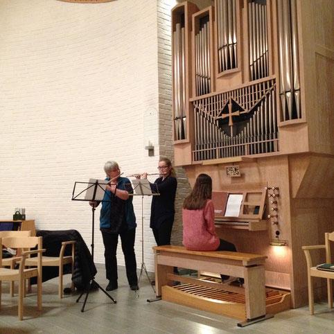 Gemeinsames Musizieren in Vadstena: Hausmutter Kerstin, Maria Korten und Lioba Dietz