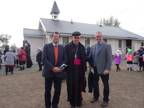 Erzbischof Thoma's Peta, G. Holzapfel und B. Thoma bei der Kircheneinweihung