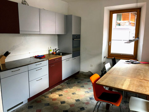 Kitchen:   Fully equipped  for 8 persons. You may not find a truffle slicer, but most of the essentials should be on place. Table and chairs for 8 persons with a children chair and some spare chairs in the storage room