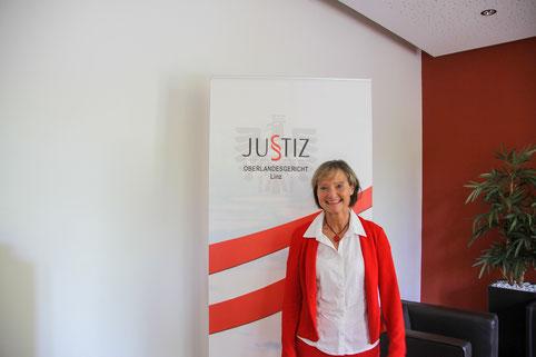 KATHARINA LEHMAYER Mag. iur.; Rechtsstudium, Gerichtspraxis und 9 Jahre Richterin in Wien, ab 1999 Richterin LG und OLG Linz, 2010–2016 Präsidentin des LG Linz, seit 2016 Präsidentin des OLG Linz