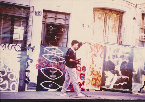 El arte en la calle. Obra realizada con plásticos de invernadero