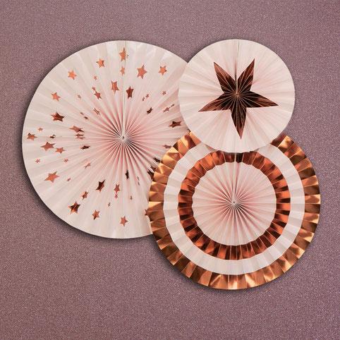 decoration-salle-anniversaire-adulte-rosaces-blanches-dorees