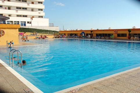 Schöner großer Pool am Apartmenthaus