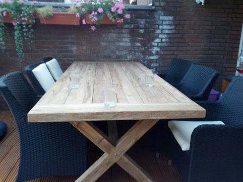 Der erste Tisch für'n neuen Laden