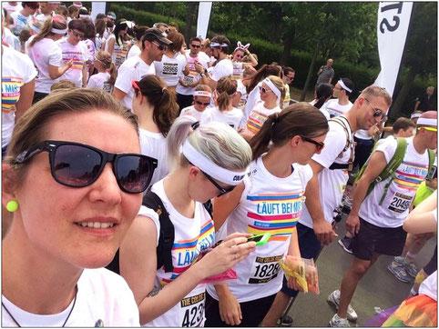 Hier wars richtig bunt! Claudia (links im Bild) beim Berliner Color Run im Sommer 2015.