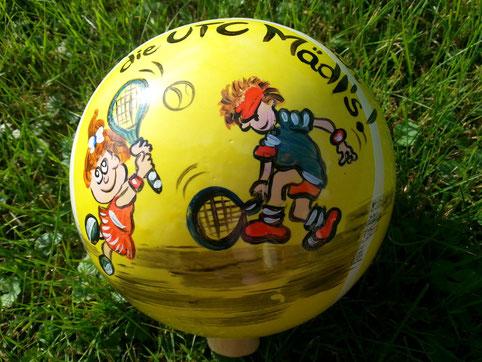 Eine besondere Überraschung für Tennisbegeisterte- ein 15 cm großer Tennisball aus Keramik als Sparer, 45,-