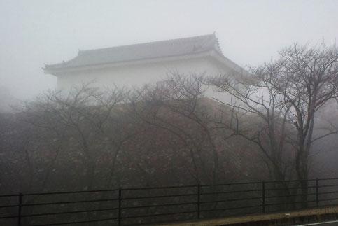 H,26,2,3, 9:00 頃     「霧の中の多門櫓」