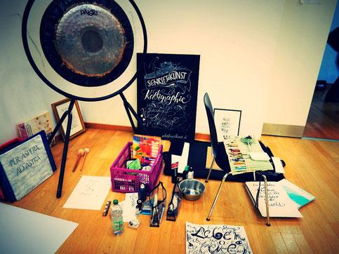Rohrer und Klingner ZeichentuschHier noch ein kleines kalligrafisches Stillleben in 3D ;)e weiß