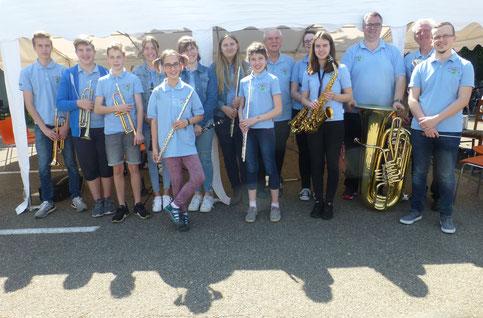 2019 - Jugendkapelle mit Dirigent Heiko Hager beim MAI-Treff am 01. Mai