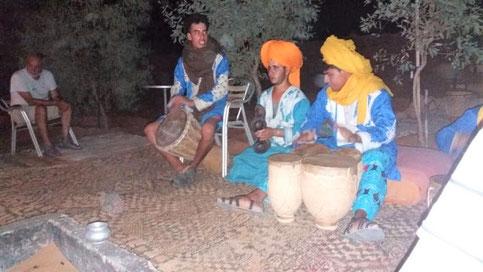 モロッコ/サハラ砂漠ベルベル人お兄さんの演奏会♡