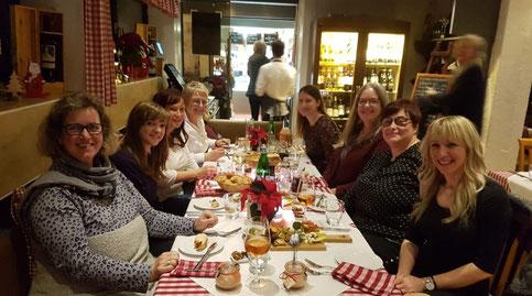 Von links einmal um den Tisch: Anke Lambert, Inhaberin Christina Gieseler, Andrea Gieseler, Kerstin Funke, Ann-Kathrin Hesse, Dorit Kuper, Nicole Bögel und Varvara Kirollari
