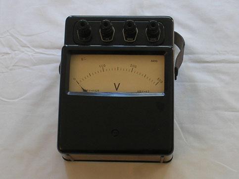 A E G  Labor Voltmeter für Gleichspannungen bis 300 Volt