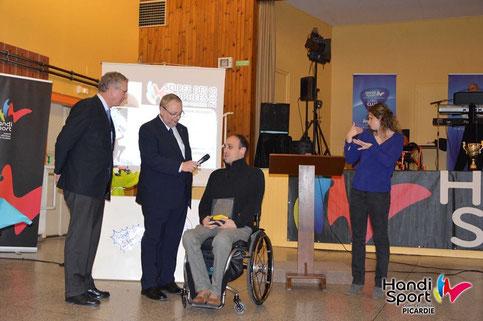 Pierre Marie BANNIER reçoit un trophée
