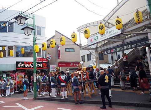 菊名神社例大祭時の菊名駅東口