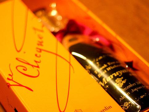 名入れスペシャルギフト/ヴーヴ・クリコ(シャンパン・フランス産)メタリックゴールド 結婚お祝い