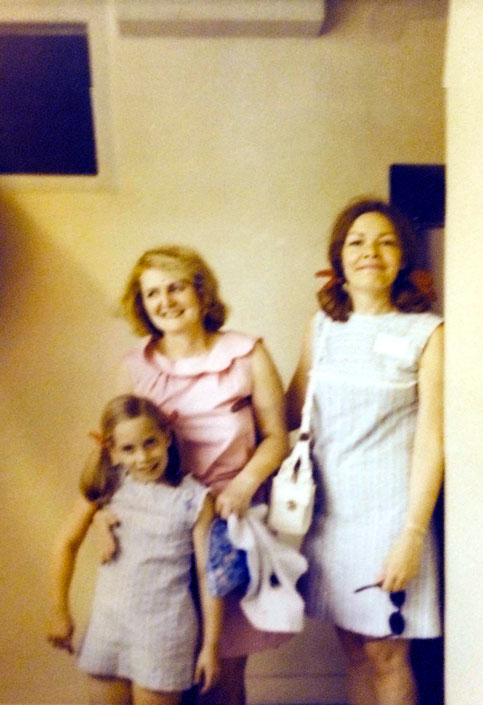1969, India : Ruth Rosen ( right ) and her daughter Leslie with Virginia Rudd - Courtesy of Gregg Rosen