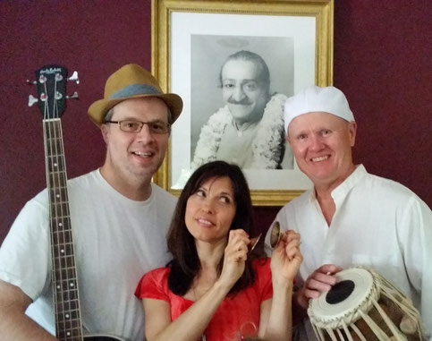 Sonic Bliss Kirtan ; ( L-R ) David Tillistrand, Lisa, Cliff Hackman