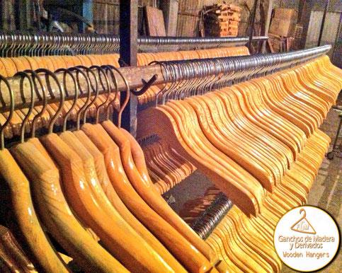 Ganchos de madera para ropa y derivados fabrica de ganchos de madera y derivados - Fabricas de madera ...