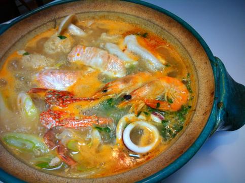 月曜日、先日頂いたトムヤムクンスープで鍋をした。 哲平には辛すぎたので多少アレンジしての、。 美味しかったです!オリエンタル感がヤバかったです!(笑) クセになりそう。。。