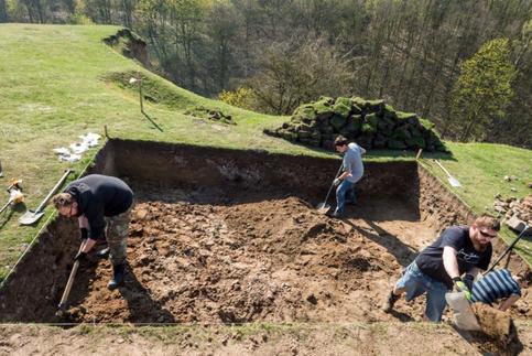 Fouilles sur la colline du château à Unislaw. Crédit : PAP/Tytus Żmijewski