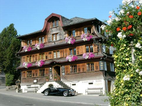 Frontansicht des Hotels Hirschen Schwarzenberg im Bregenzerwald