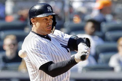 Nella foto uno swing a vuoto di Giancarlo Stanton (Bereswill/Getty Images)