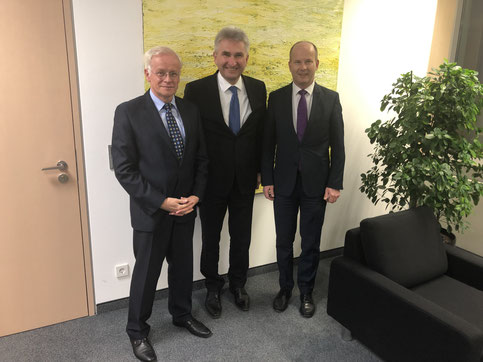 Von links nach rechts: Bernd Zimmer, Prof. Dr. Andreas Pinkwart, André Busshuven (Foto: VFB NW)